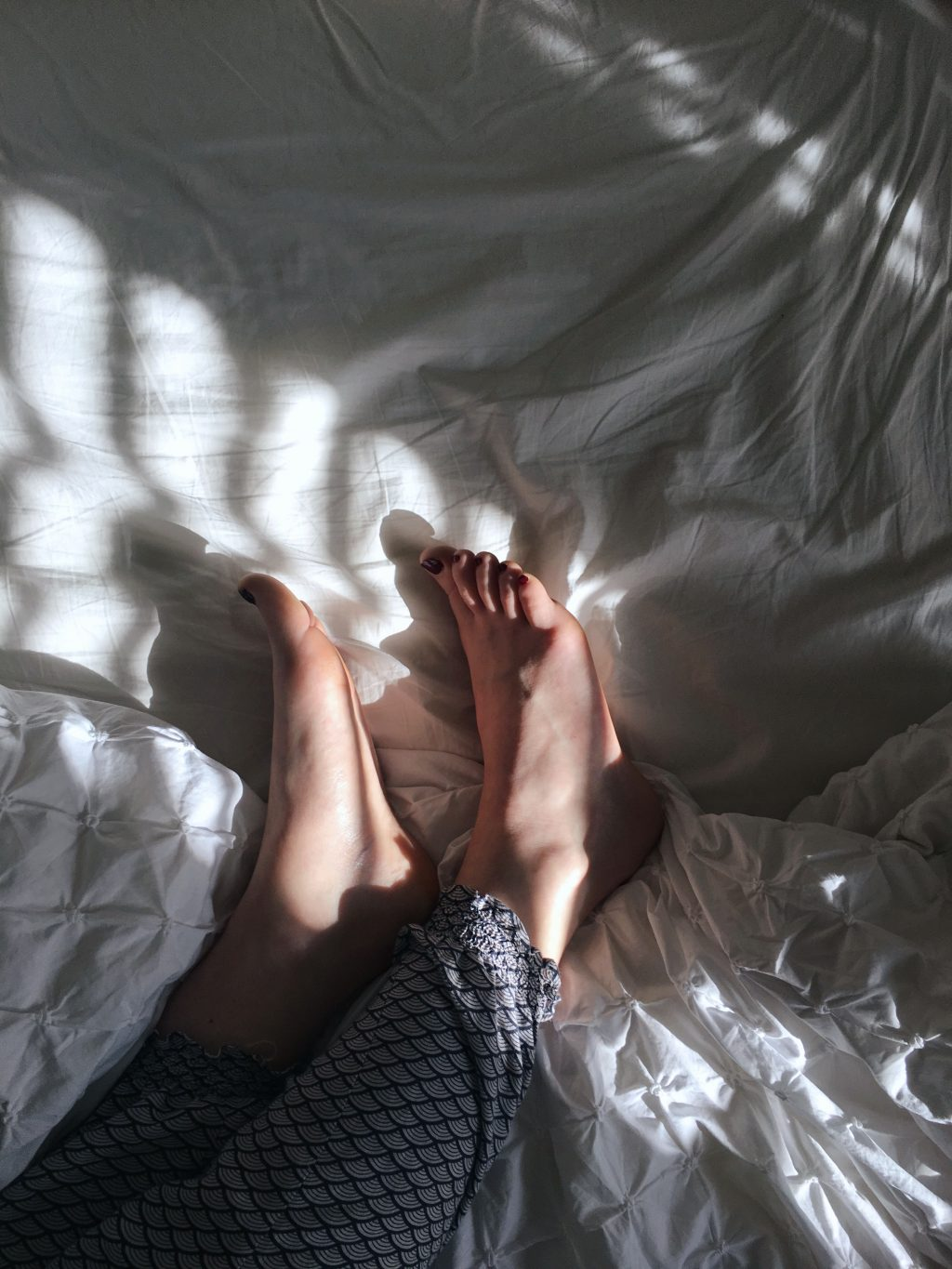 Photography. Feet in the morning light