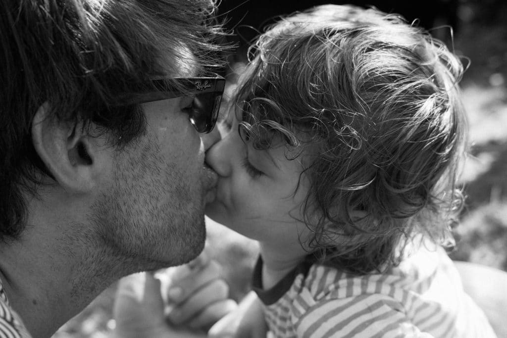 Toddler and daddy kiss in black and white